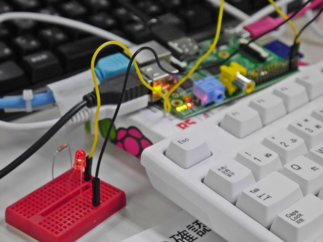 話題の小型パソコン基板Raspberry Piで電子工作入門 ~イメディオ電子工作部~