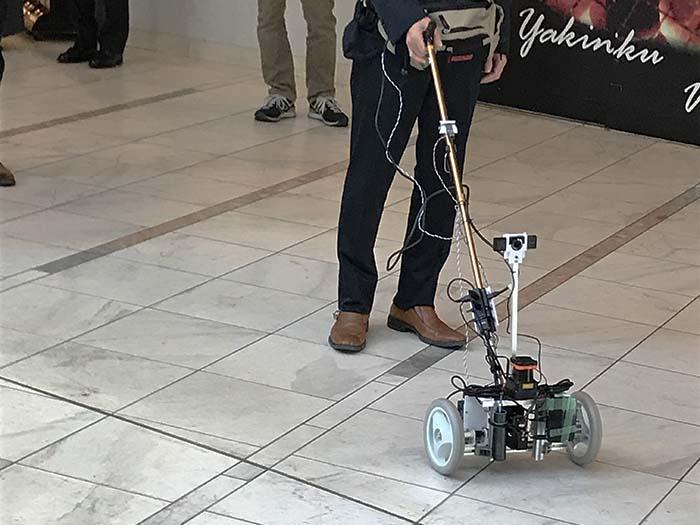 【実証実験インタビュー】杖型ロボで安心・安全な未来の歩行を実現!