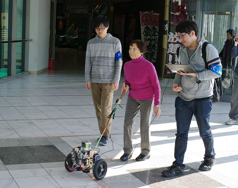 【実証実験インタビュー】視覚障がい者の歩行を案内する車輪付き杖装置の実証実験